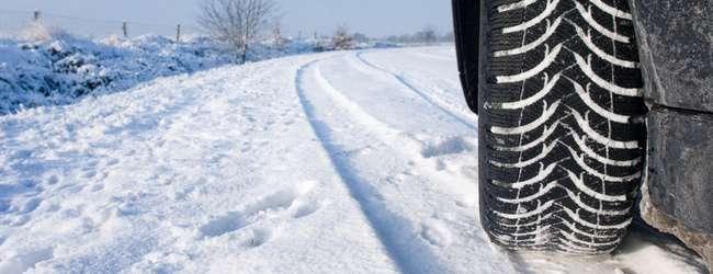neumático carretera nevada