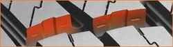 Zick-Zack-Muster an den Kanten des Blocks